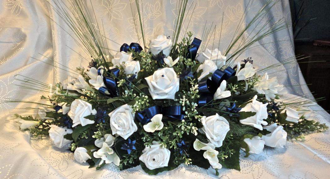 Simple Bride Groom Table Arrangement With Flower