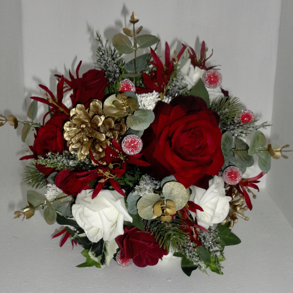 Christmas Wedding Flower Ideas: Christmas & Winter Wedding Bouquets